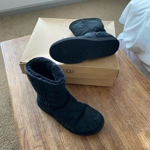 UGG boots classic short size 9